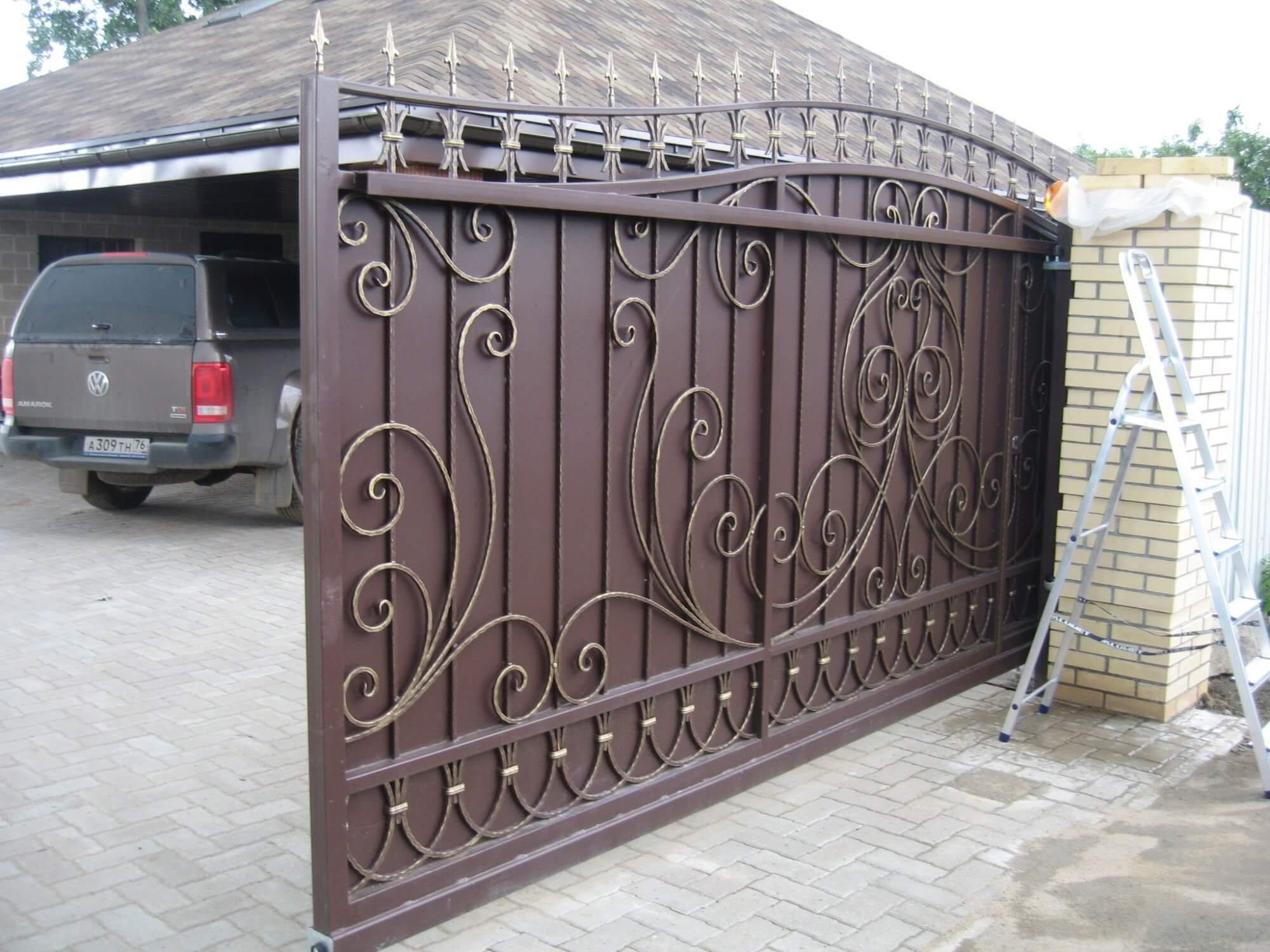 Раздвижные кованые ворота фото