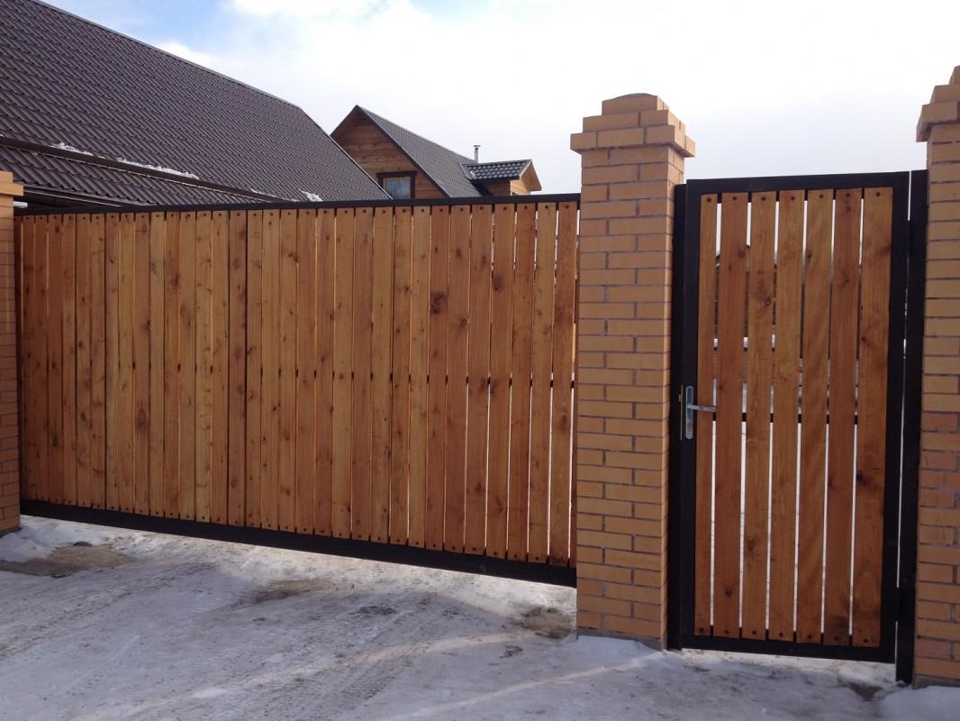 красками, распашные деревянные ворота фото дверей